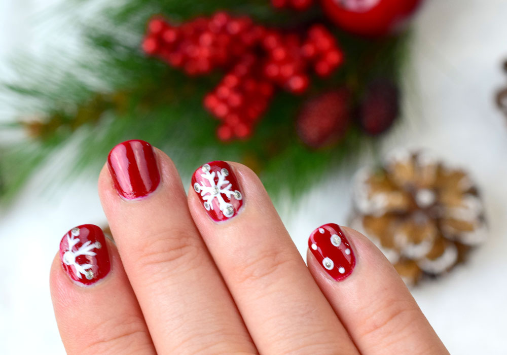 Nail of the Day: Winterlichtes Nageldesign mit Schneeflocken ...