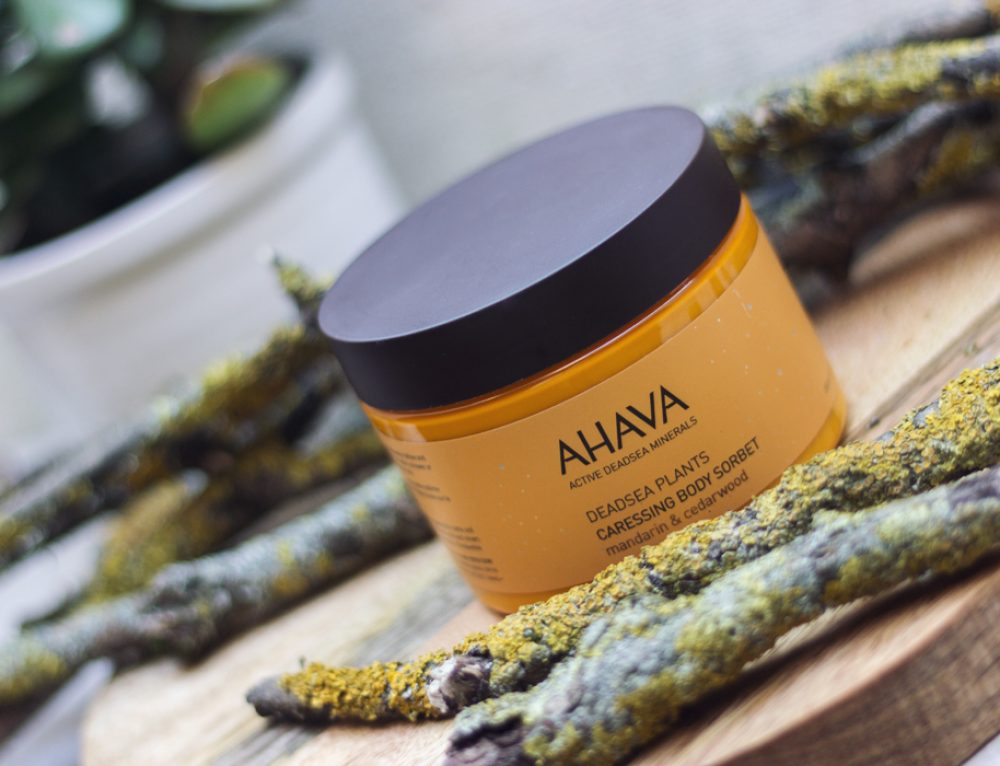Winter adé – das AHAVA Deadsea Plants Caressing Body Sorbet entführt dich in wärmere Gefilde