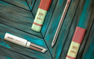 NUDE BY NATURE & PIXI Make-up