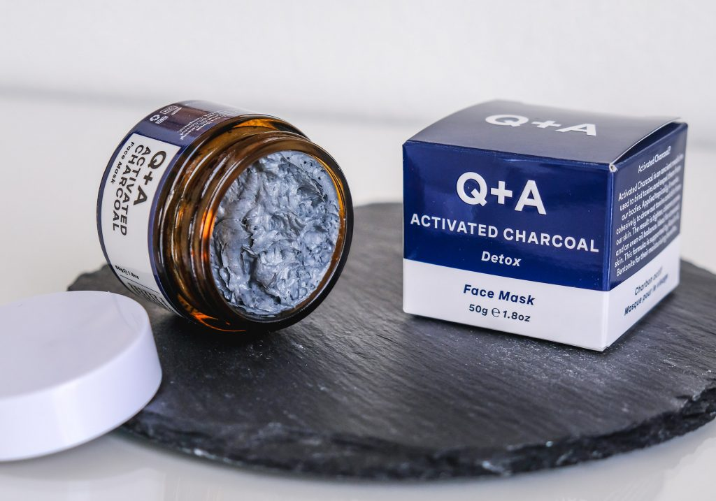 Q+A ACTIVATED CHARCOAL Detox Face Mask